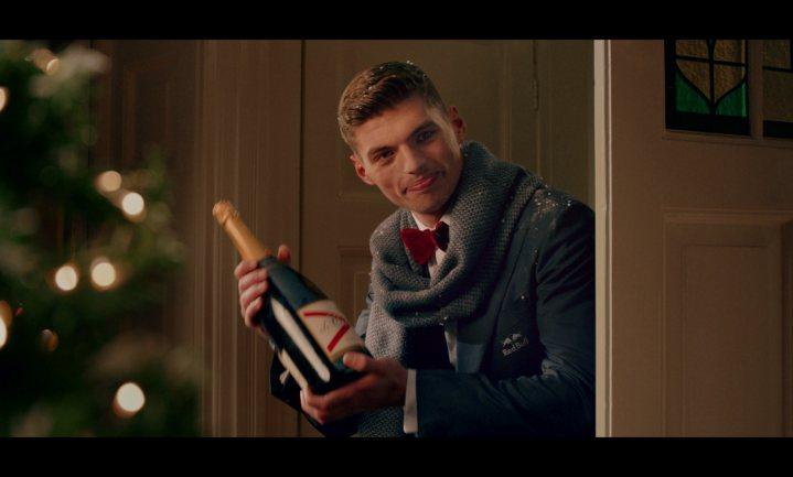 Jumbo laat Max Verstappen zingen in nieuwe kerstcommercial