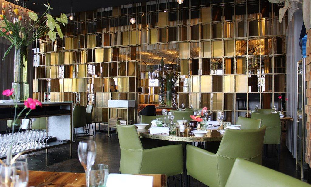 Hilton-restaurant deinst terug voor morele coronadruk
