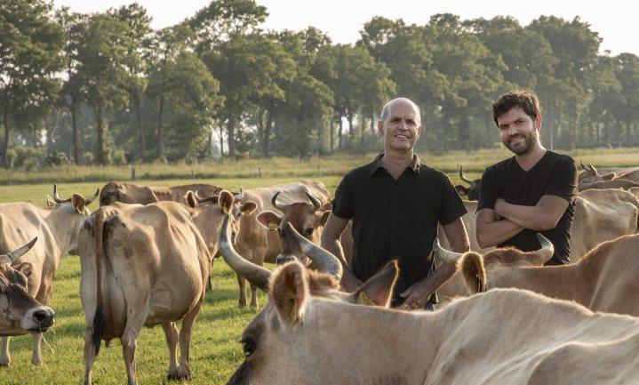 Natuurmelkveehouders Remeker gaan boeren op Kernhem en maken er een succes van