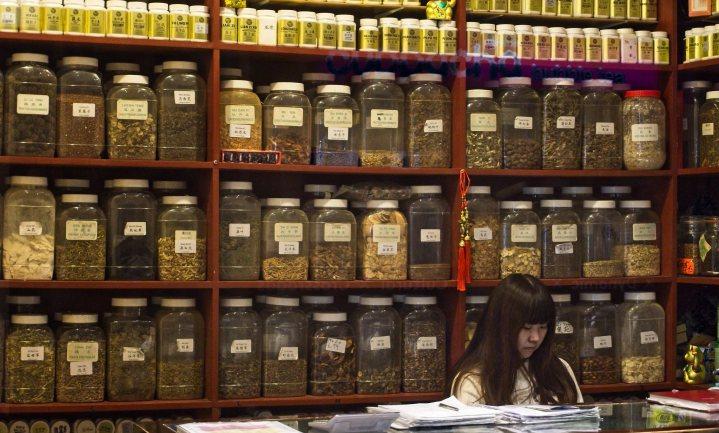 China prijst tijdens de coronacrisis de traditionele geneeskunde in het buitenland aan