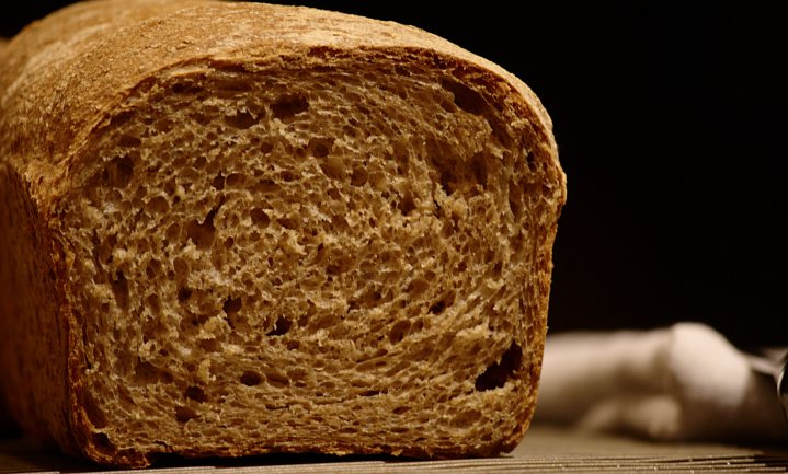 'Meergranenbrood: soort witbrood met gebrande suiker'