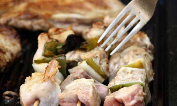 Voer- en geneticaboeren stappen in kippenslachter