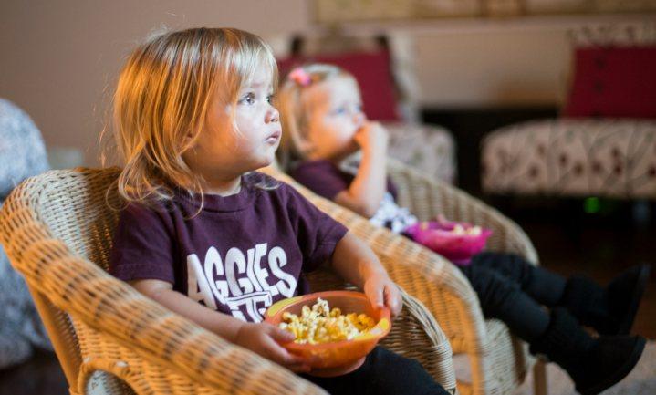 'Vaker naar fastfood restaurants door reclames, speeltjes en tv-kijken'