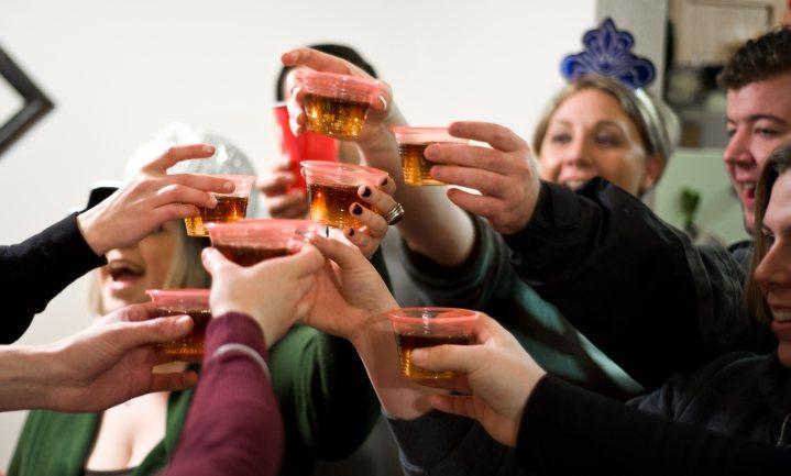 Ouderen drinken het minst, jonge en hoogopgeleide mannen het meest