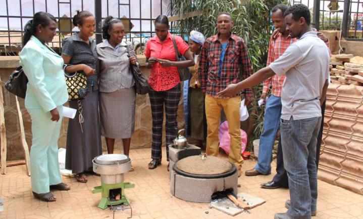 PLUS compenseert uitstoot winkels in Afrika en India