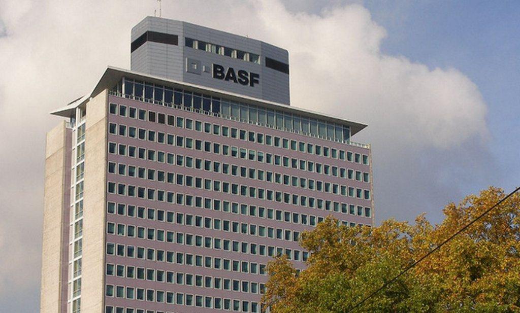BASF mengt zich in strijd om Syngenta
