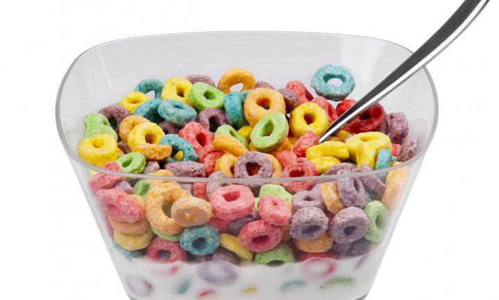 Plaatje op verpakking ontbijtgranen verleidt kind tot veel meer eten dan goed is