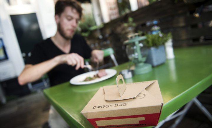 Natuur & Milieu wil gebruik doggybags aanmoedigen met #dagvandedoggybag