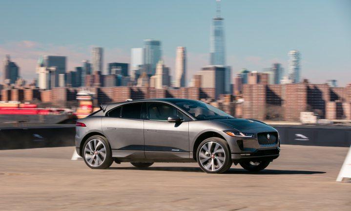 'Een elektrische auto is pas groener na 697.612 km!' Klopt dat?