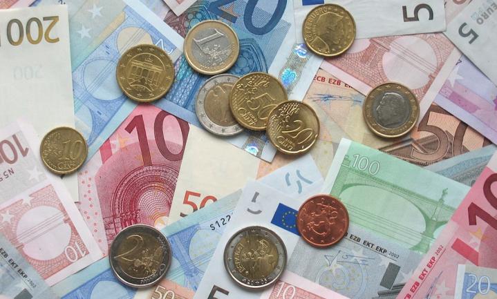 Vijf cent meer voor een liter Nederlandse melk betekent een kwartje meer betalen aan alle boeren