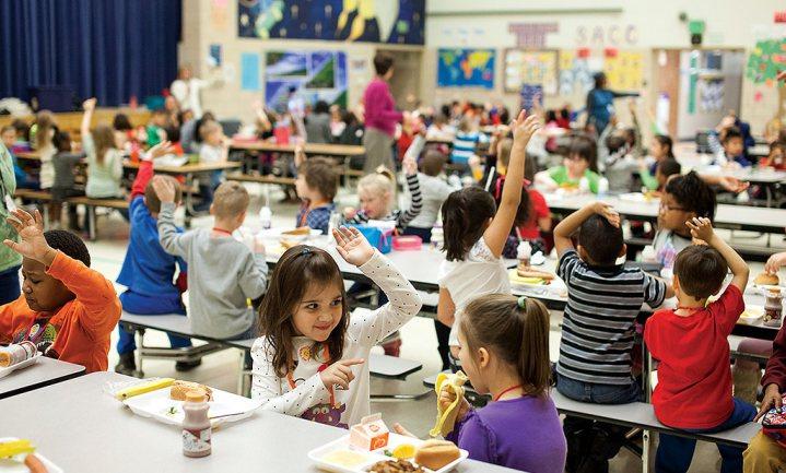 Corona berooft 370 miljoen kinderen van schoolmaaltijden, grote problemen in 30 landen