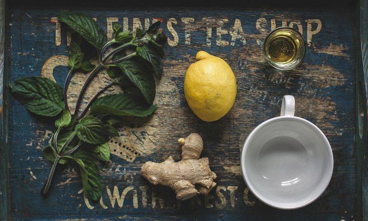 Geen antibiotica maar thee met honing voor Britse grieplijder