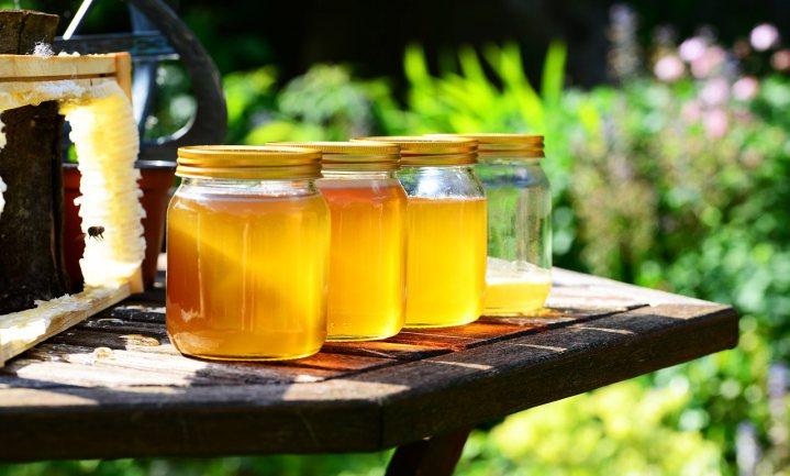Honing uit het plafond