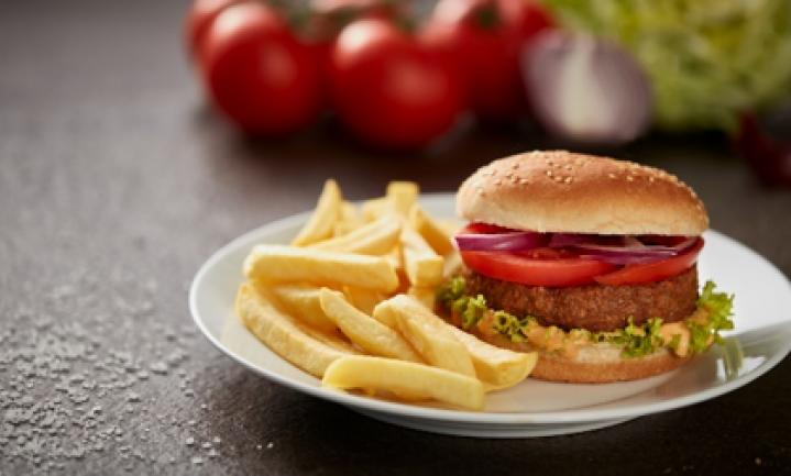 IKEA Nederland test de nieuwe nog meer op vlees lijkende Beyond Burger