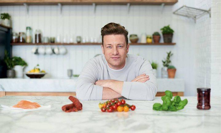 Kinderobesitasactivist Jamie Oliver had milkshakerecept met 46 theelepels suiker op zijn site staan