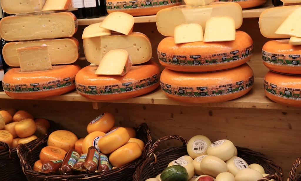 We sporten minder, schaven meer kaas, eten minder eend en AH is open tot middernacht
