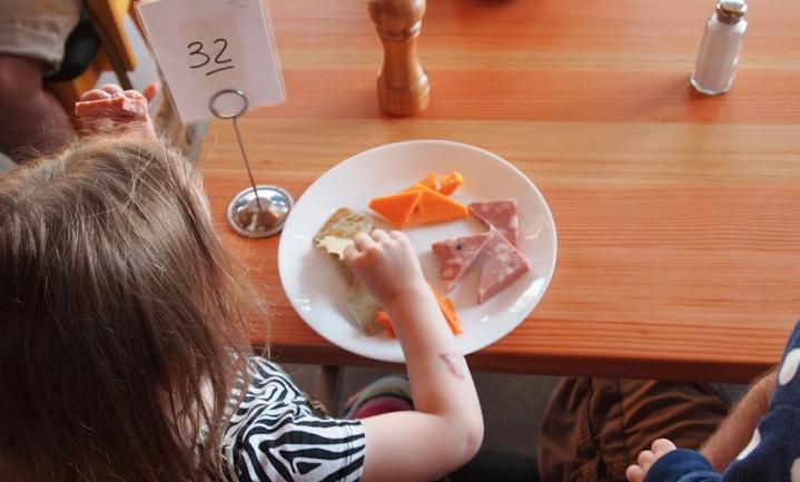 Geen 'stigmatiserende' 1-euromaaltijden meer voor arme Vlaamse kinderen