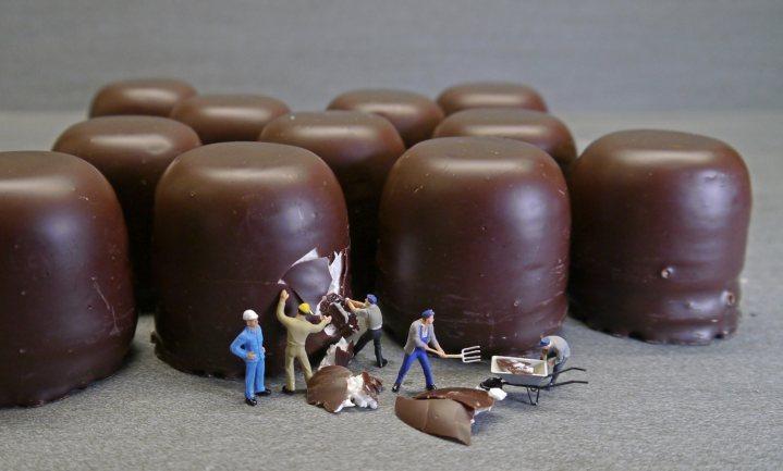 Sterk bewerkt voedsel hoort in het hoge BTW tarief