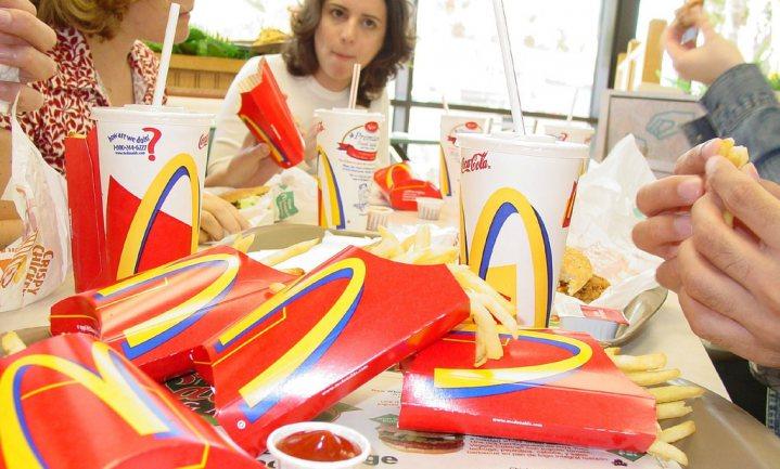 Kardinalen tegen McDonald's bij Sint-Pietersplein