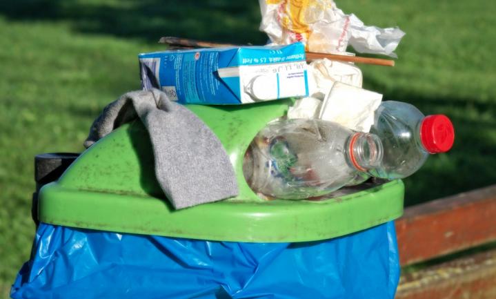 'Zolang we plastic troep blijven kopen, wordt het geproduceerd'