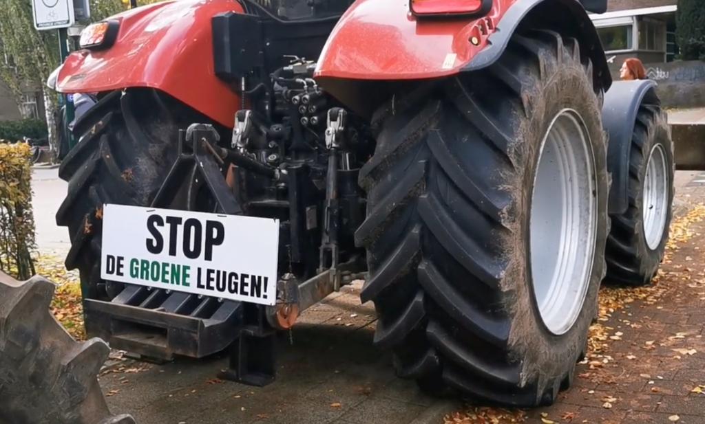 Politie houdt Brabantse boeren buiten, 'code rood' in Amersfoort, eenheid zuivel gebroken