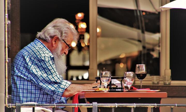 Oudere Nederlandse en Belgische hoogopgeleiden meest routineuze Europese drinkers