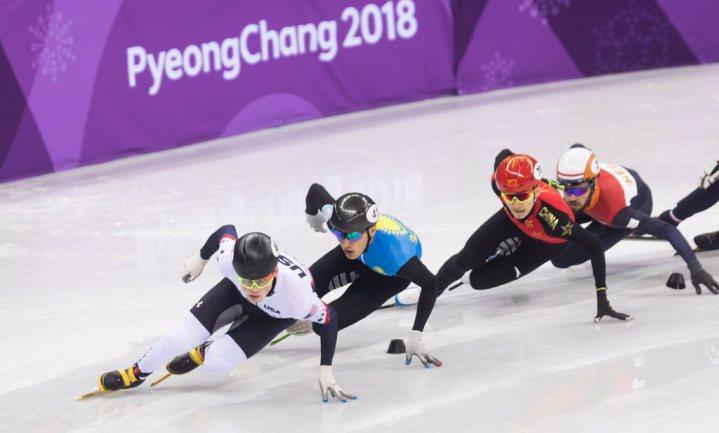 Linksrijdende schaatser kan niet rechtsom