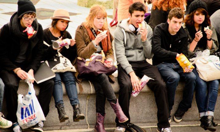 Oproep tot verbod fastfoodkramen bij scholen