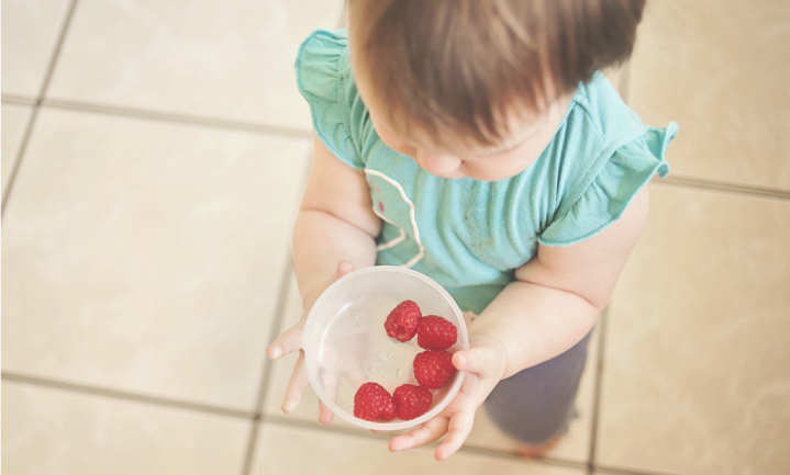 Laat je kind spelen met eten