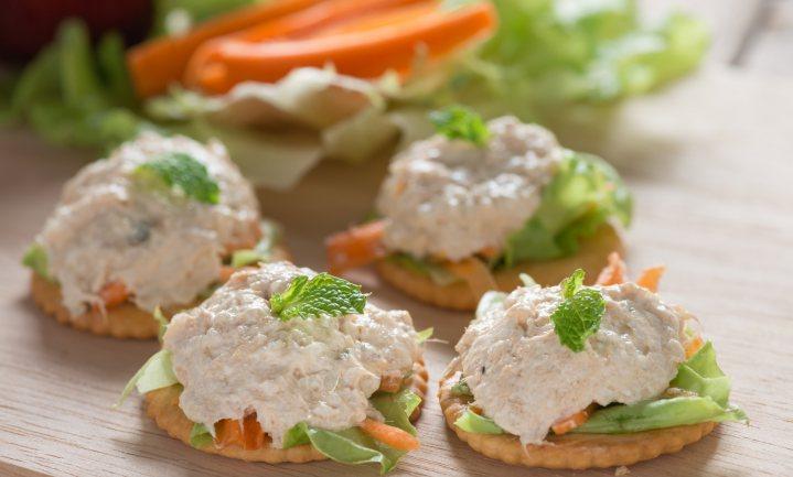 Kippenslachter maakt vegetarische tonijnsalade