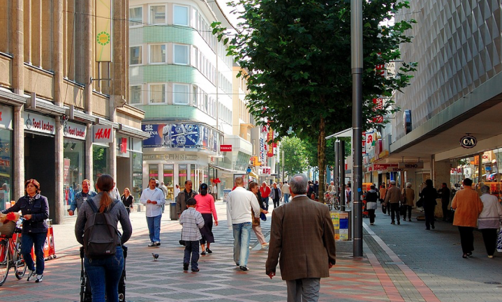 Huren winkel wordt goedkoper omdat klanten online kopen