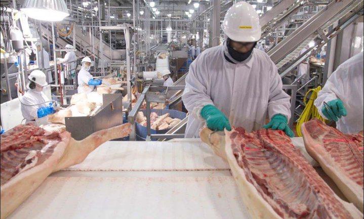 Twee keer zo veel covid-19-besmettingen in de Amerikaanse vleesindustrie als in de VS gemiddeld