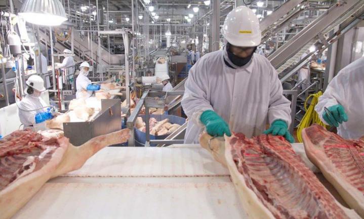 Biden stimuleert markt tegen 'big meat' om vlees betaalbaar te houden