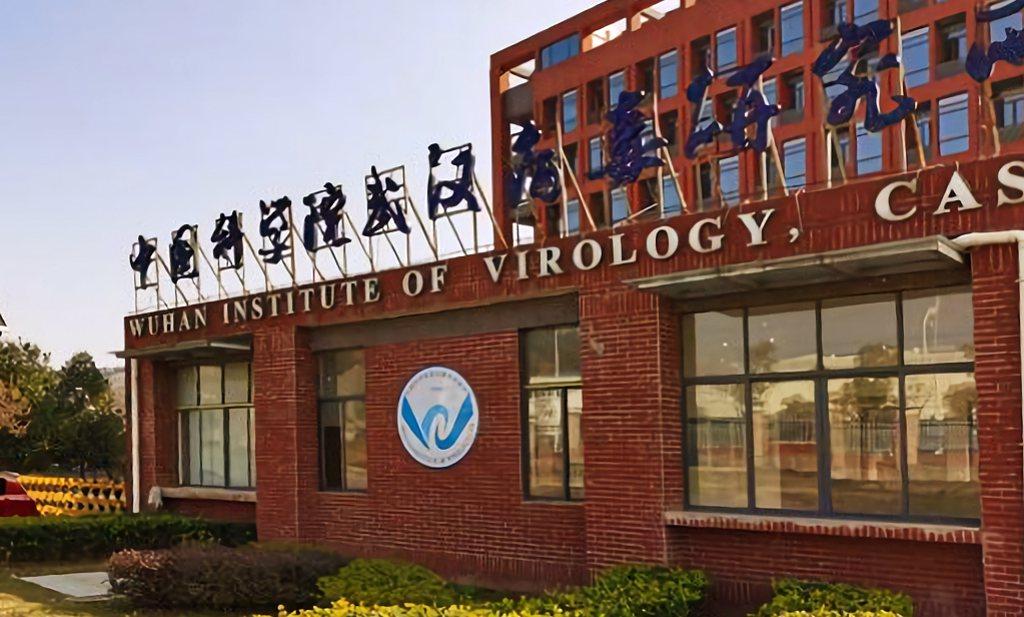 Corona misschien tóch ontstaan in Wuhans lab, Chinese labbaas ontkent alles
