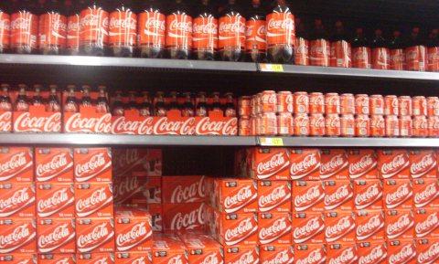 EU onderzoekt machtsmisbruik jegens supermarkten door Coca-Cola
