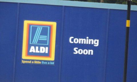 Aldi Süd bereidt zich voor op barre tijden en verplicht leveranciers tot voorraadgarantie