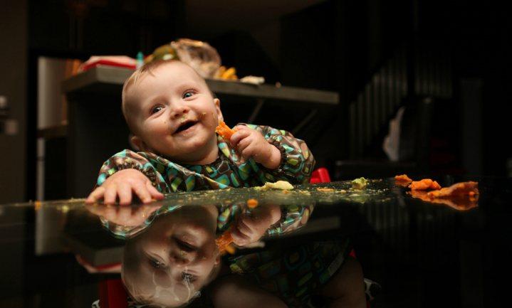Kinderen die knoeien met eten lusten meer