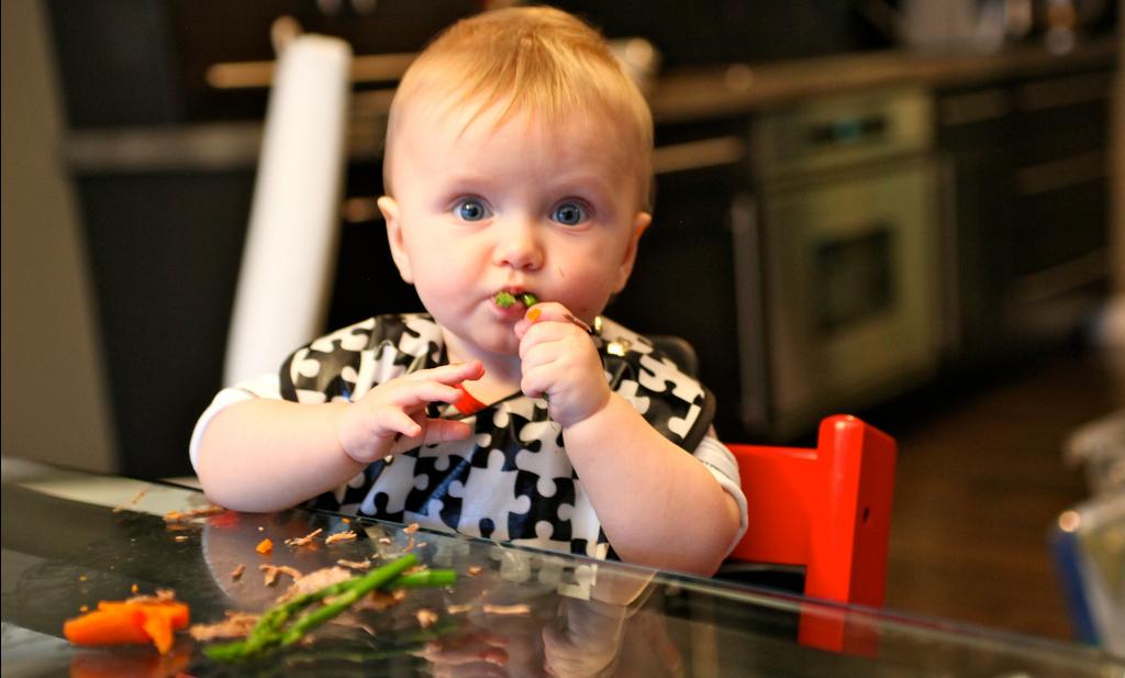 Voor- en nadelen ongepureerd voedsel bij eerste hapjes