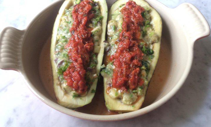 Barchette di melanzane én sugo di pomodoro semplice