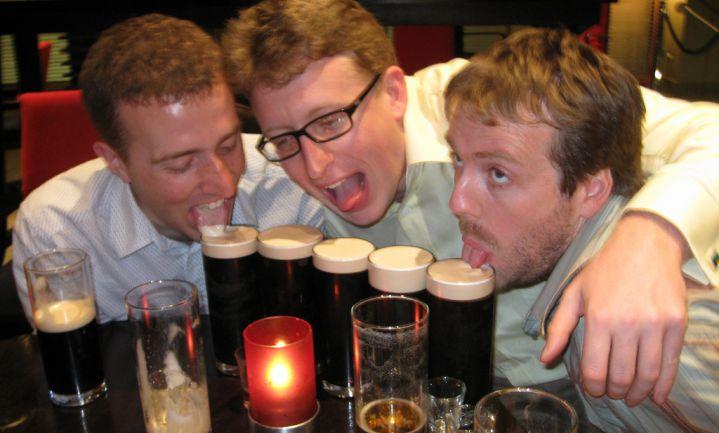 Britse jongeren drinken het minst én het meest