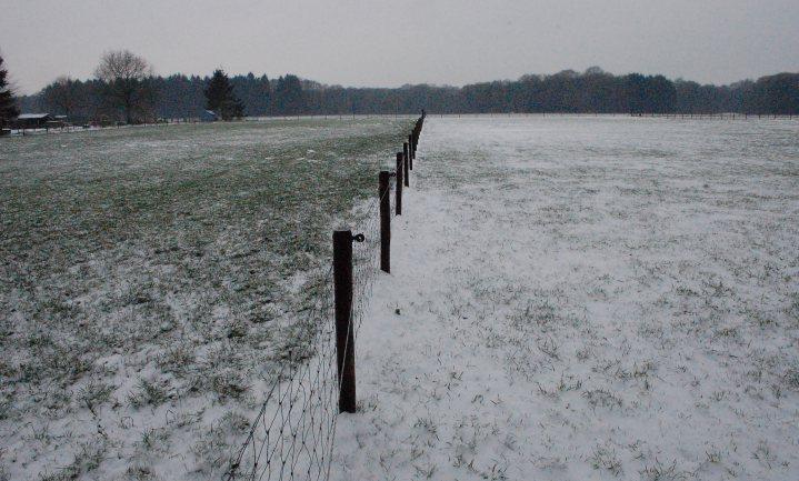 Waarom smelt sneeuw op bemest land?