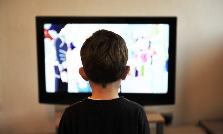 Helft tv-reclames die Britse kinderen zien gaat over junkfood
