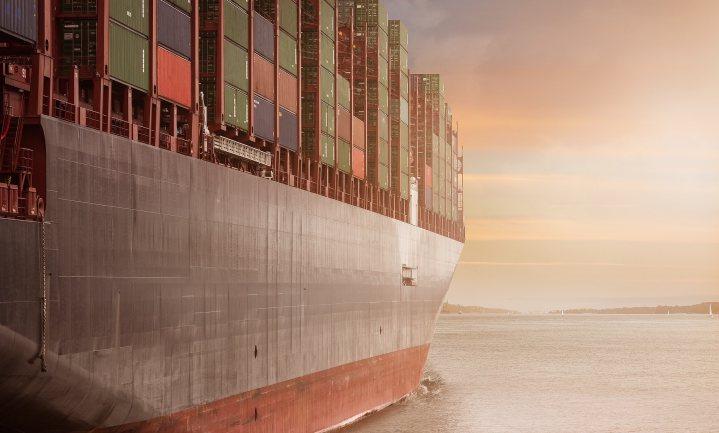 Zeetransport vaart in de toekomst schoner met hogere kosten