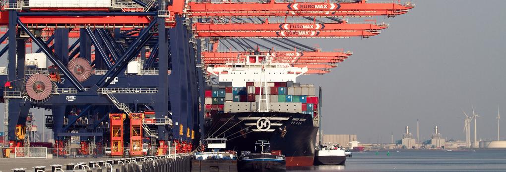 Onze landbouw: een haven, fabrieken & vrachtwagens