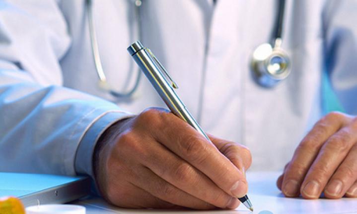 Komt een patiënt bij de dikke dokter…