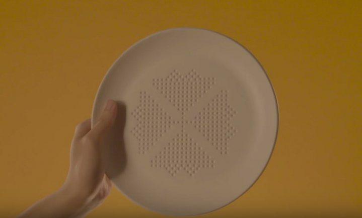 Dit bord haalt 30 vette calorieën per maaltijd uit je eten