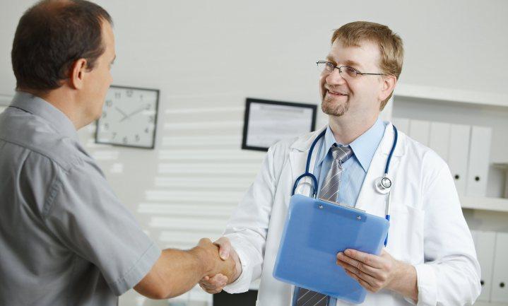 Voorkom veel stilzitten en beweeg – de dokter doet het voor