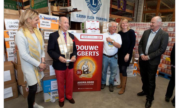 Lionsclubs sparen 55 miljoen Douwe Egberts punten voor Voedselbanken