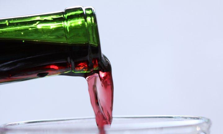 Groefje maakt wijnfles eindelijk drupvrij