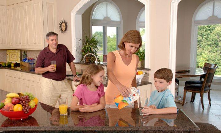 Onderzoek foodwatch bevestigt nog eens: 'drinkpakjes suikerwater met druppeltjes 'excuussap'